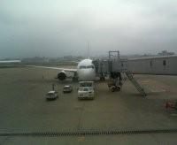 福岡空港に駐機中のB-767